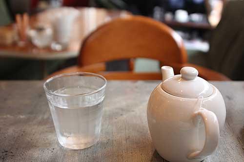 紅茶はポットで