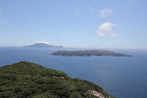 新島:展望台から式根島・神津島を望む