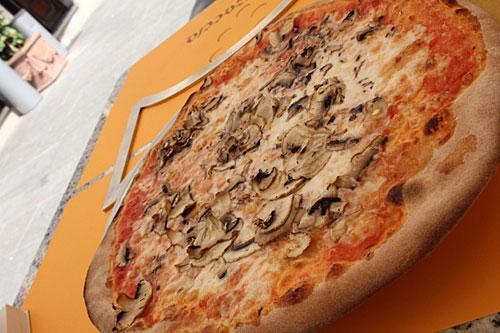 キノコのピザは多くの店で見かけました